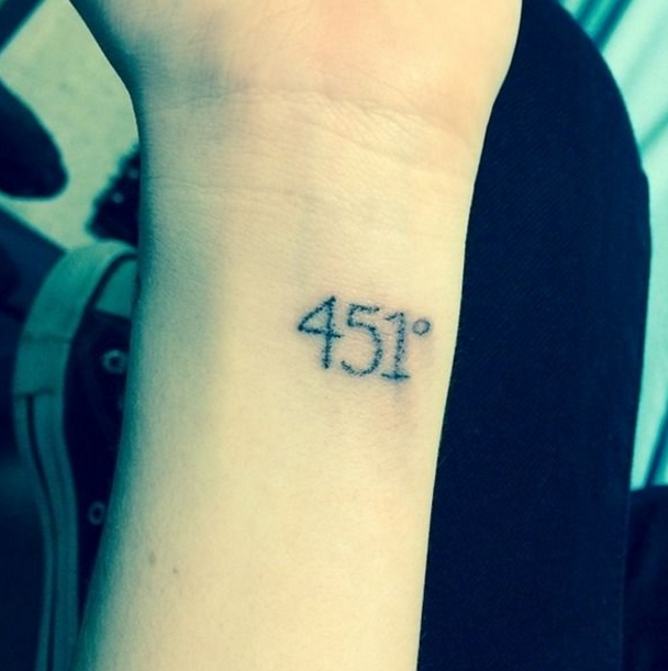 25 tatuajes inspirados en libros - fahrenheit 451